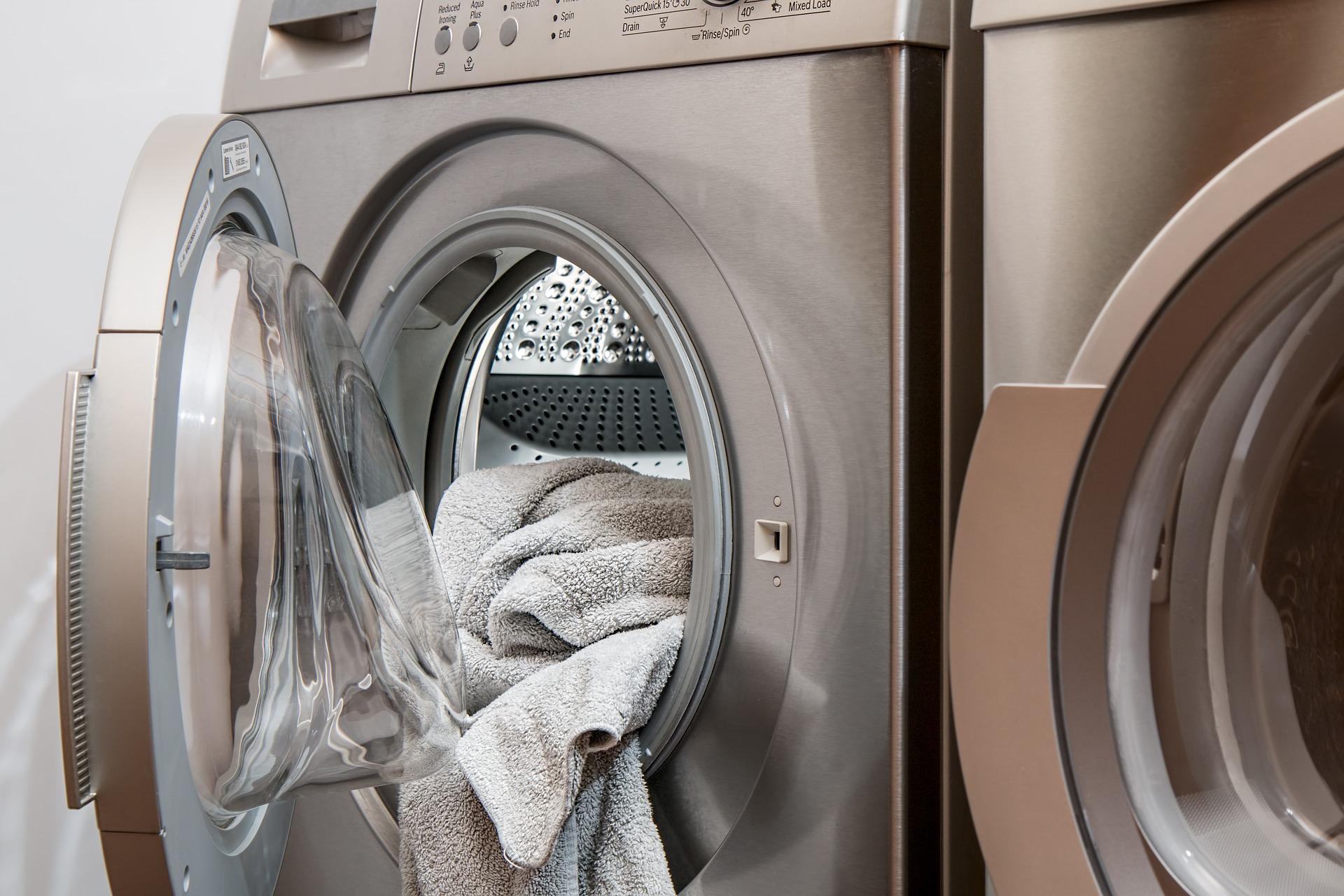 Schweißrückstände aus Kleidung waschen